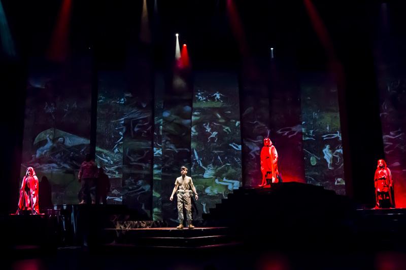 Macbeth013.JPG