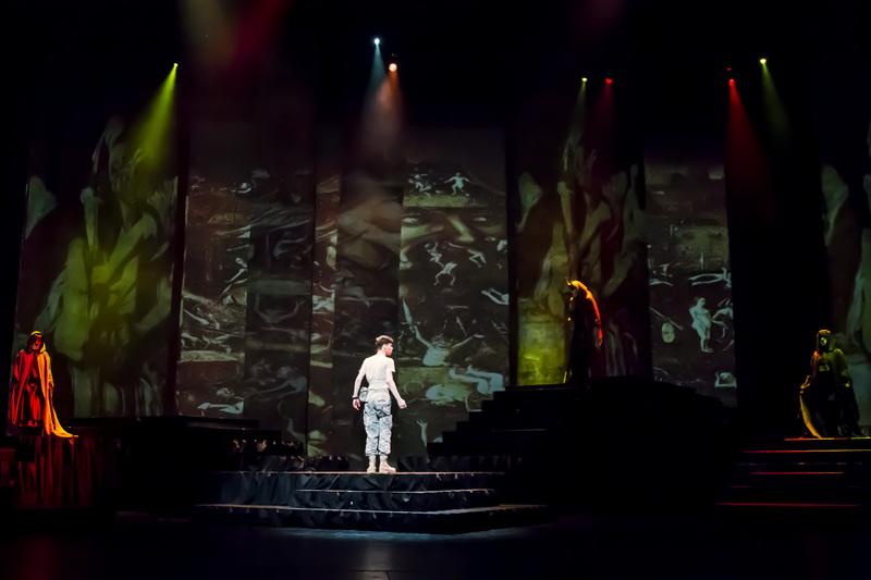 Macbeth033.JPG